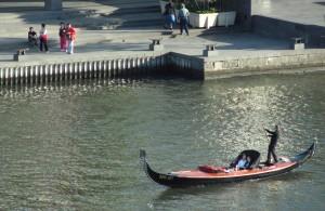 AUS MEL 06 Melbourne Yarra gondola 2 copy