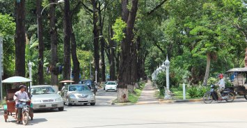 Cambodia 16 S Reap Pokambor Ave lights copy