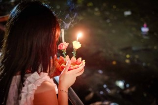 girl-with-krathong