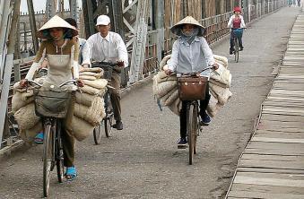 vnm-hanoi-04-long-bien-bridge