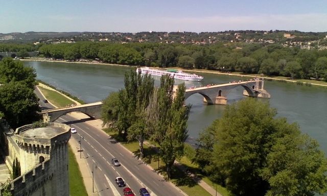 FRA Avignon 17 The bridge + cruise ship