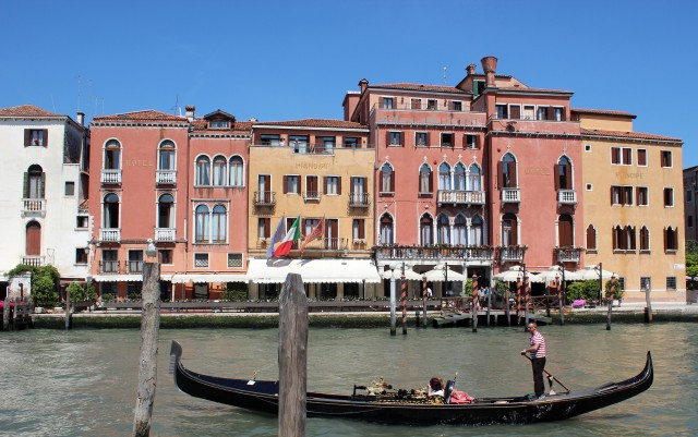 Hotel Principe and gondola