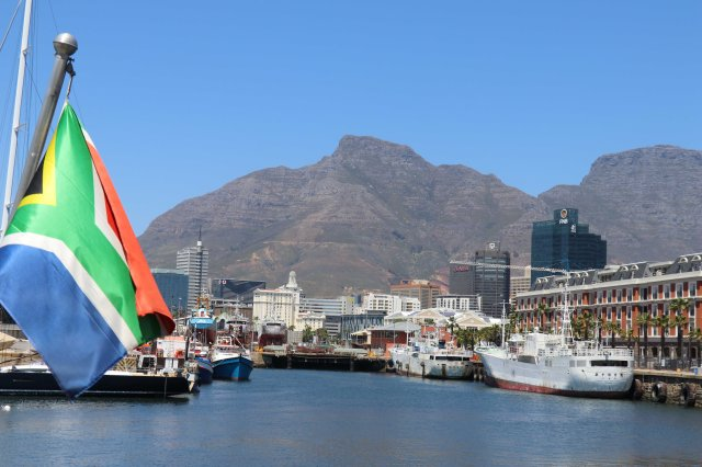 SAfr Cape Town V&A Waterfront and Devil's Peak