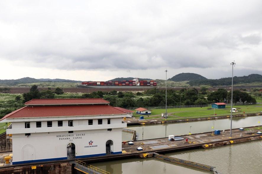 Miraflores + big ship