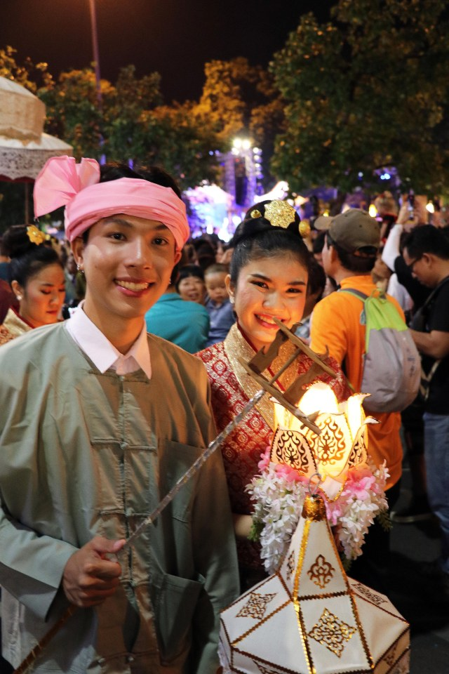 LK Couple with lamp