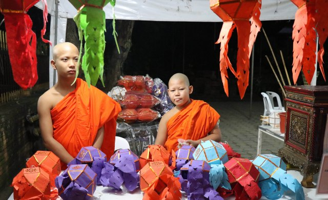 LK monks and Khom Kwaen